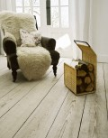Bodj G-Holder with sheepskin chair